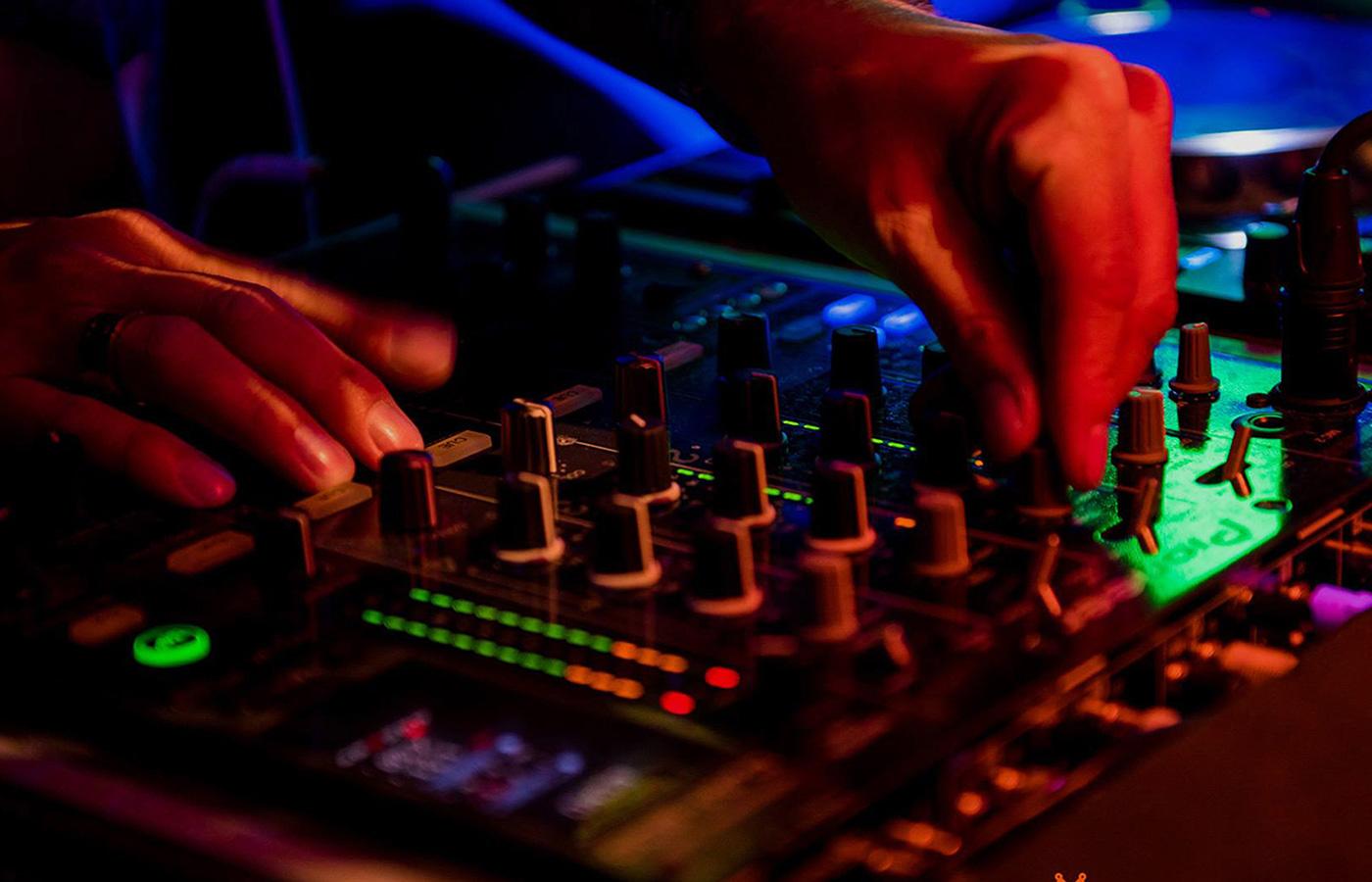 360 entertainment DJ mixing